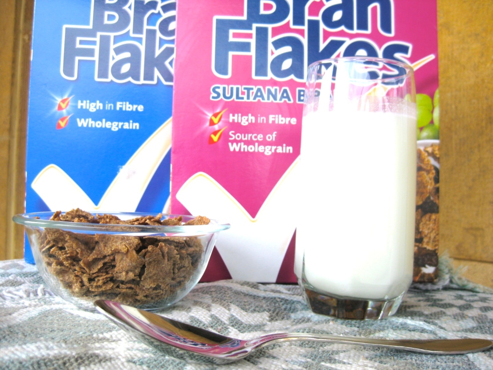 Raisin bran flakes with skimmed milk