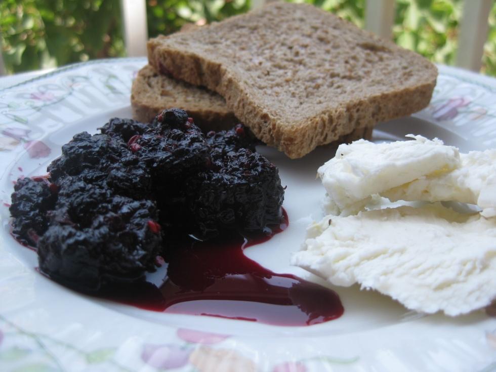 blackberries jam with white cheese