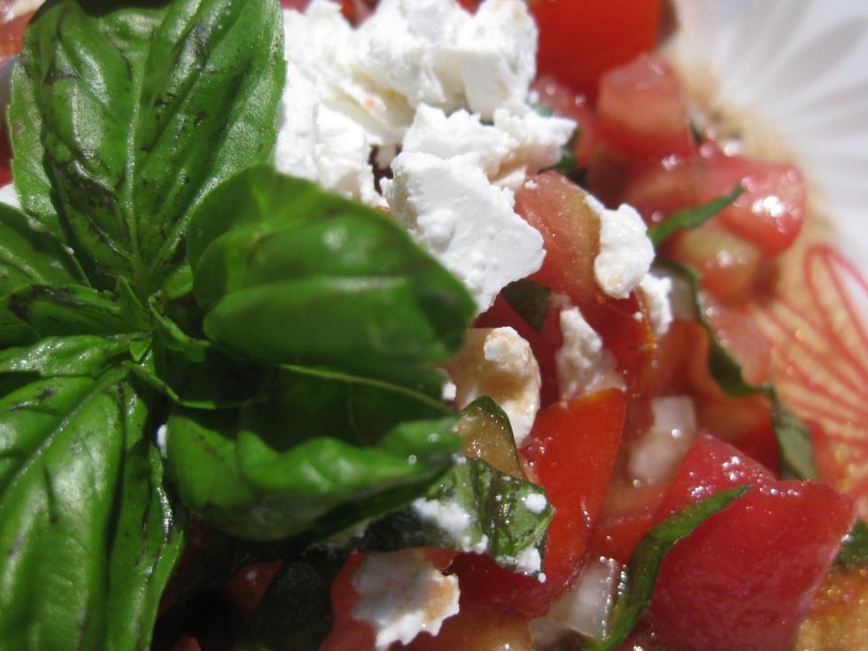 basilic tomato feta salad