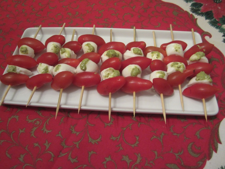 Mozzarella, cherry tomatoes and pesto sticks