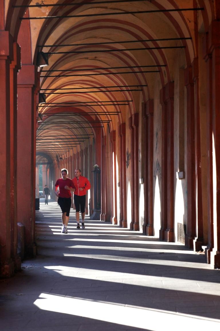 via-saragozza-portico-piu-lungo-del-mondo-collega-porta-saragozza-al-santuario-della-madonna-di-san-luca